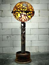 Steampunk Art floor lamp: Decorative piece of art with skulls and lizards.
