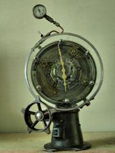 Steampunk desk or dresser clock: mantel clock with rotating face.